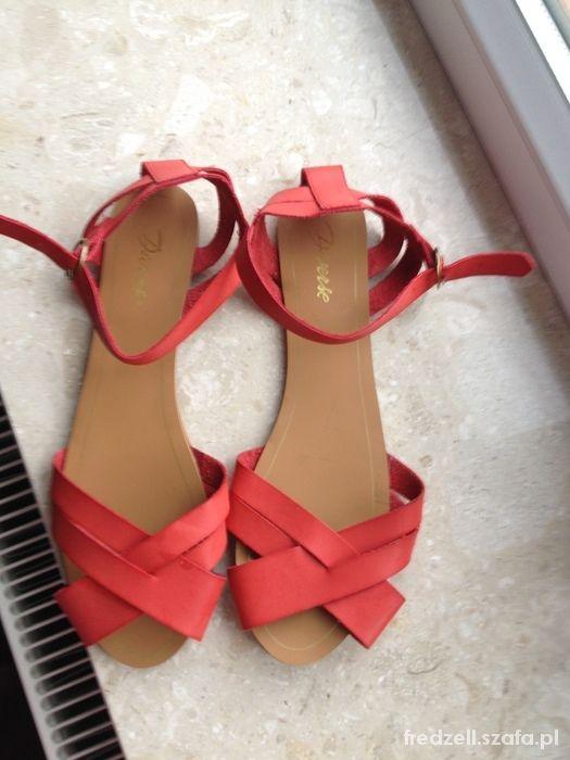 Obuwie sandały diverse