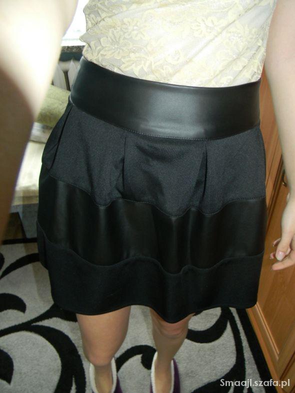 Spódnice Nowa Rozkloszowana czarna spódnica M i L
