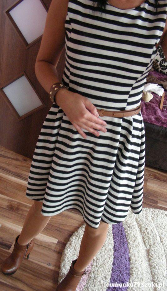Rozkloszowana sukienka w paski