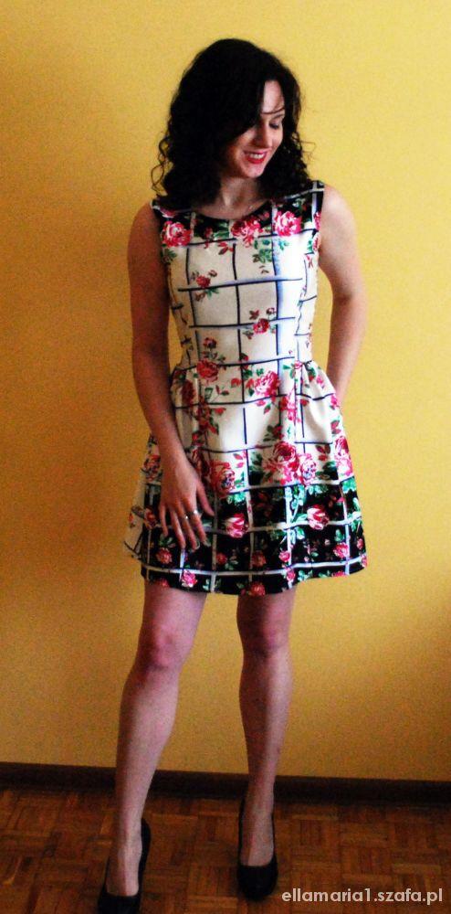 Kwiaty kraty i sukienka