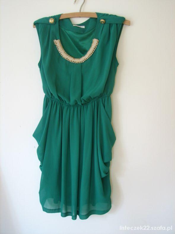zielona sukienka złote dodatki