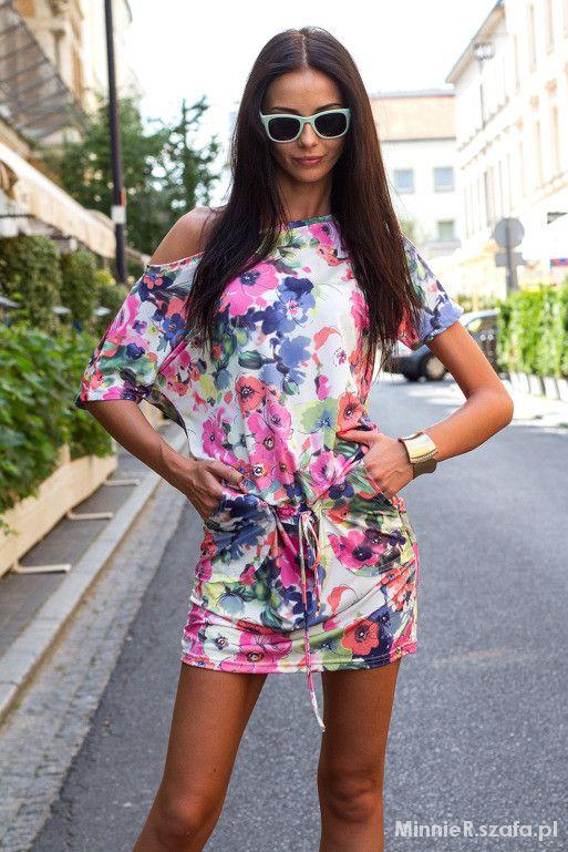 Sukienka w kwiaty VUBU poszukuje