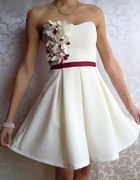 Kremowo bordowa rozkloszowana sukienka