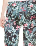 Bershka spodnie leginsy w kwiaty rozm M