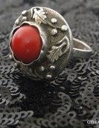 Piękny pierścionek z liściami dębu