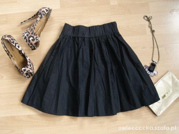 Spódnice spódnica rozkloszowana M 38 HM woskowa