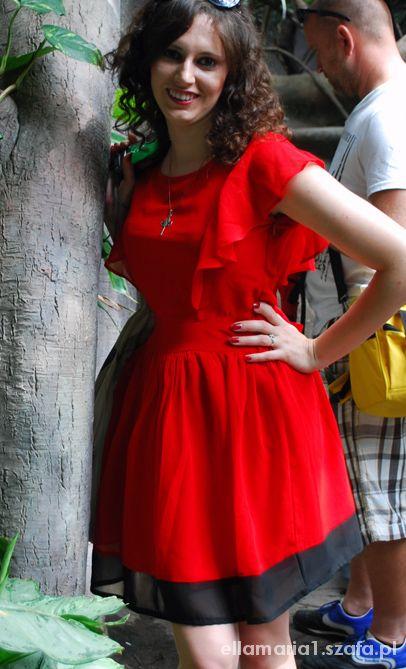 Czerwona motylkowa sukienka