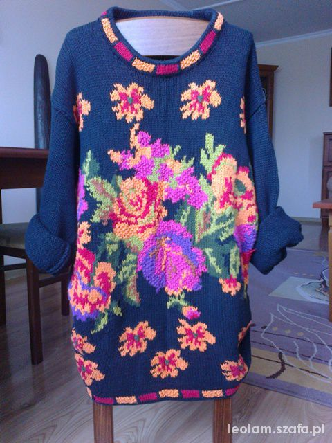 Sweter oversize w kwiecisty wzór