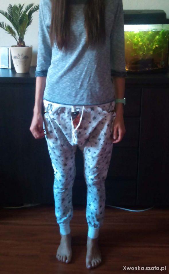 Spodnie Dresy baggy dekatyzowane w gwiazdki z zipami