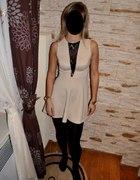 Sukienka z czarną koronką