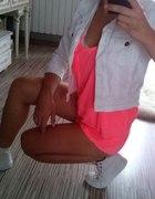 biała katanka conversy różowa tunika