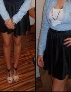Jeansowa koszula i czarna spódnica