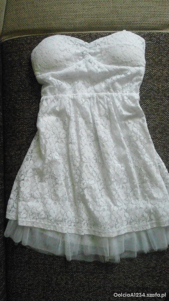 Biała gorsetowa sukienka z koronki z Londynu