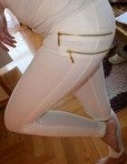 Białe legginsy