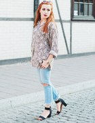 snake print&ripped jeans...