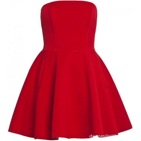 Mocno Rozkloszowana Czerwona Sukienka