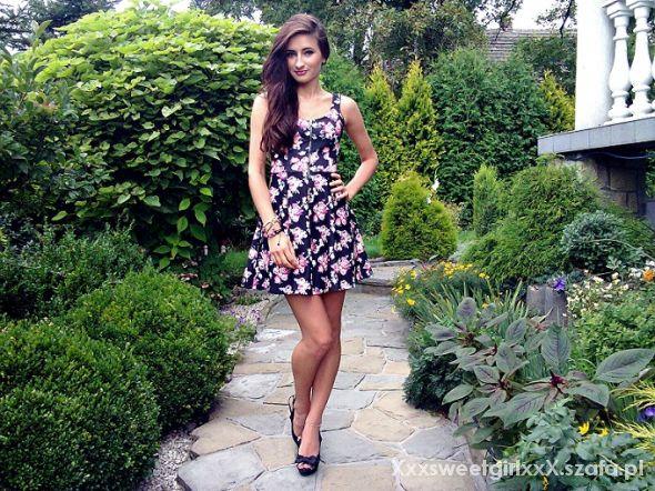 Eleganckie Czarna sukienka w kwiaty