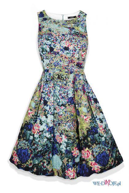 Sukienka z motywem kwiatowym...