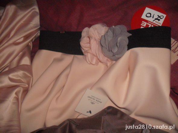 Spódnice pudrowa rozkosz