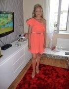 koralowa sukienka monashe