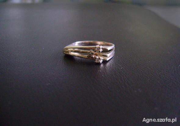 Pierścionki Srebrny pierścionek z cyrkoniami