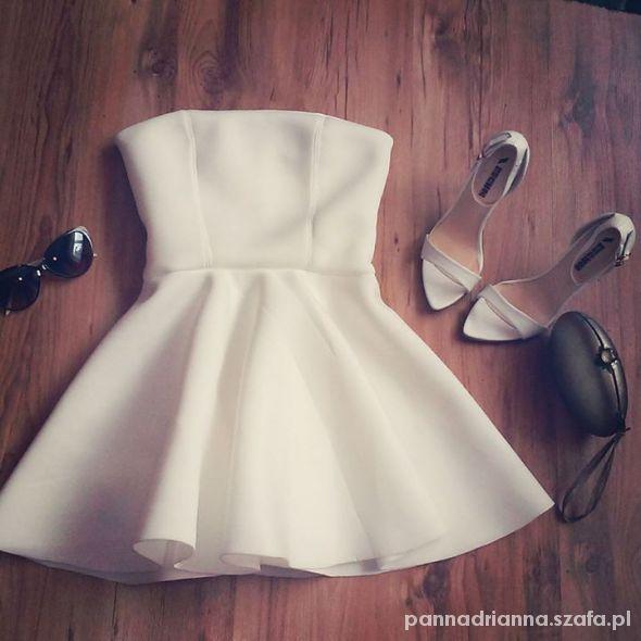 sukienka gorsetowa z koła...