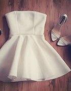 sukienka gorsetowa z koła