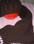 Brązowa czapka z szalikiem