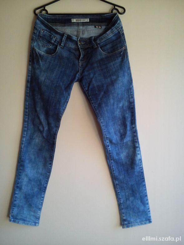 Marmurkowe jeansy HOUSE