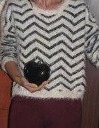 kolejny włochaty swetrerek...