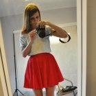 Czerwona kloszowana spodniczka