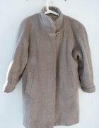 Oversizeowy pudełkowy beżowy płaszcz z włoskiem