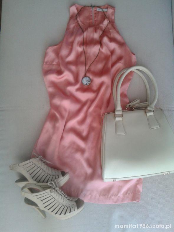 Różowa zwiewna sukienka beżowe dodatki...