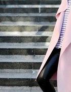 Pudrowy różowy płaszcz oversize