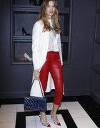 czerwone skórzane spodnie