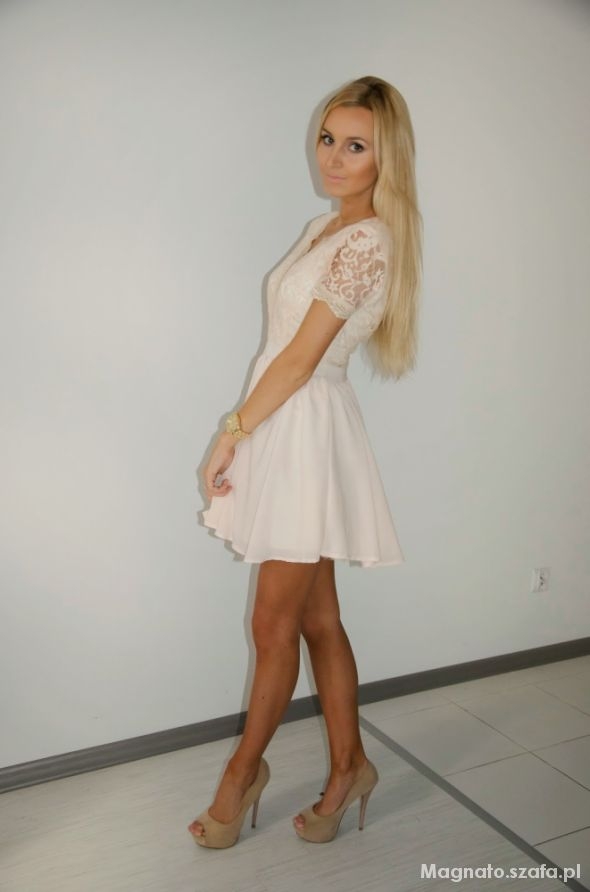 Blogerek Lace nude dress