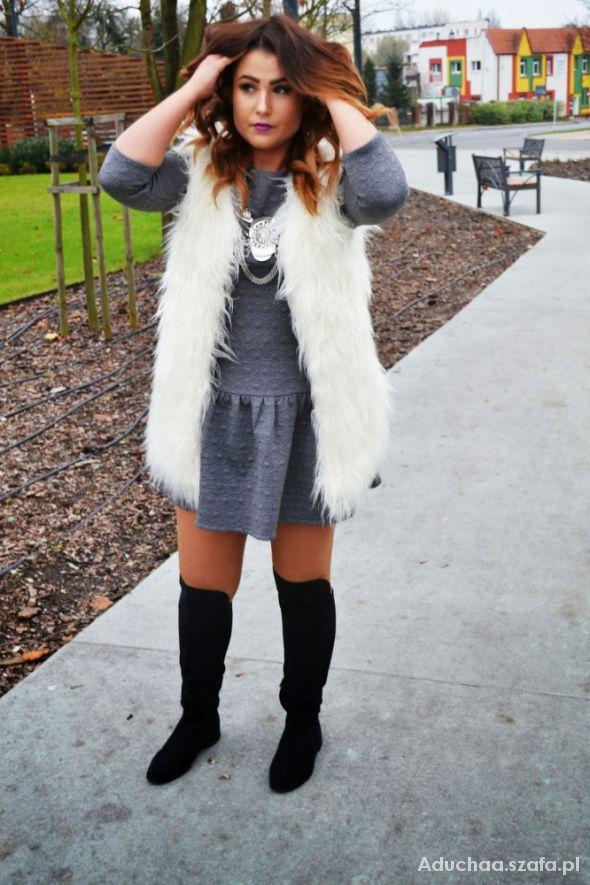 Blogerek white fur vest