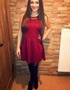 Burgundowa sukienka...