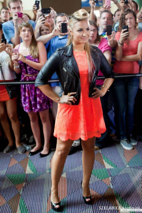 Demi Lovato 44...
