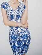 sukienka w kwiaty lub pawie piórka