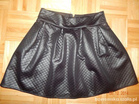 Spódnice Spódniczka pikowana z zakładkami czarna