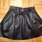 Spódniczka pikowana z zakładkami czarna