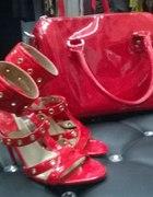 Ognista czerwień czyli torebka i szpilki