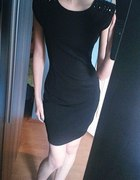 Czarna sukienka dżety elegancka