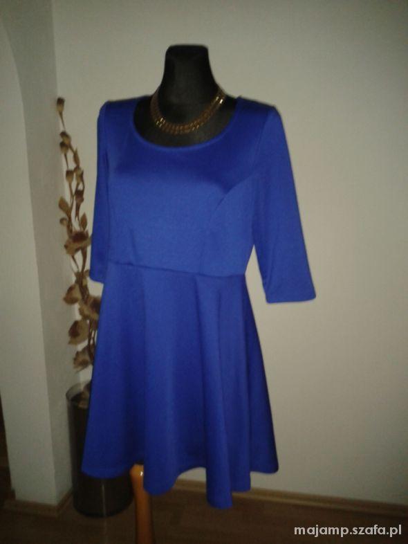 Śliczna kobaltowa sukienka