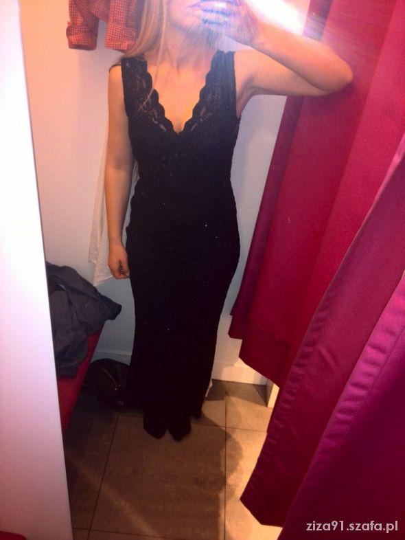 Na specjalne okazje ja w czarnej koronkowej maxi sukience