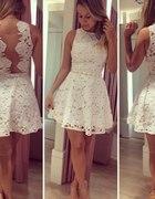 jasna sukieneczka koronkowa