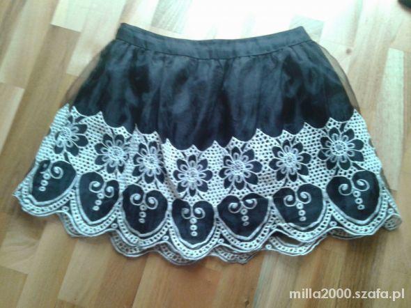 Spódnice czarna rozkloszowana spódnica Atmosphere koronka s