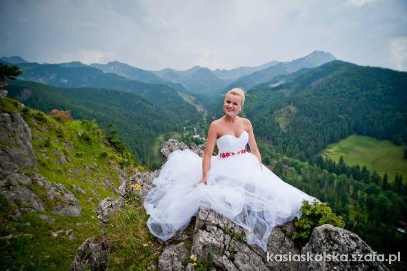 moja suknia ślubna z folkowym pasem