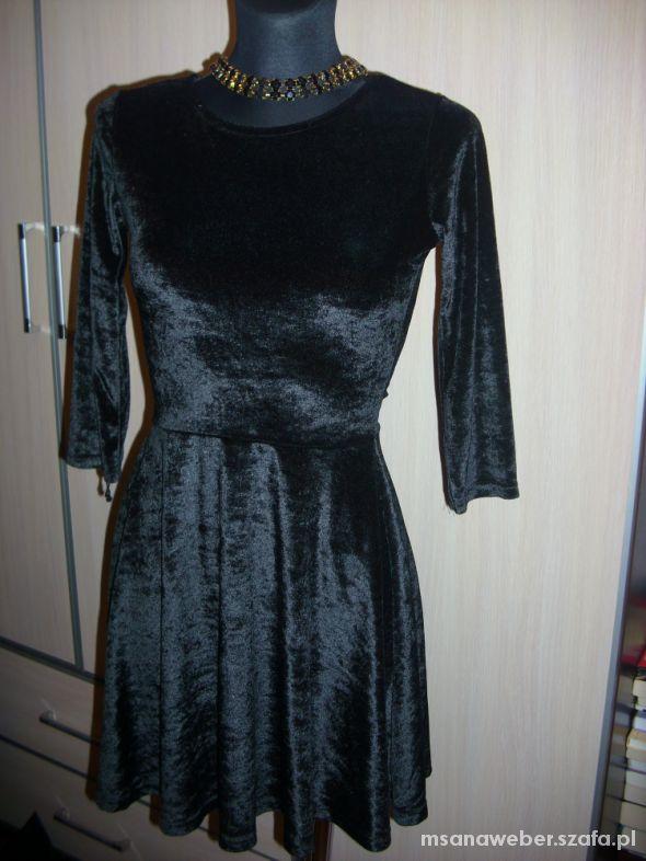 5ad1e3779357 CZARNA ROZKLOSZOWANA SUKIENKA WELUR XS na S w Suknie i sukienki .